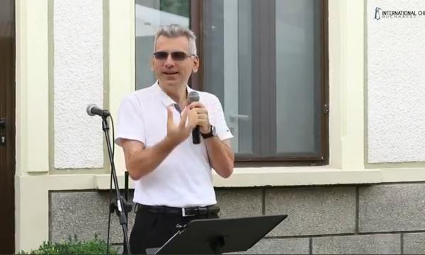 Cristi preaching at R10