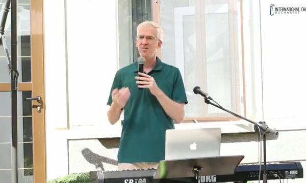 Don Reynard speaking at R10